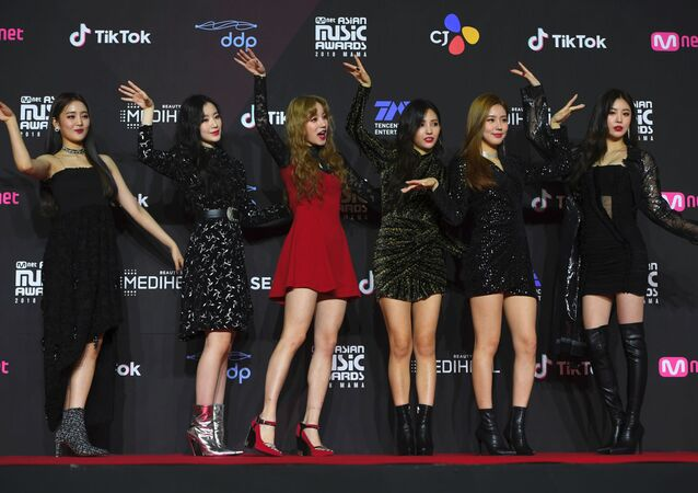 Members of K-pop girl group (G)I-DLE pose on the red carpet at the Mnet Asian Music Awards (MAMA) in Seoul on December 10, 2018