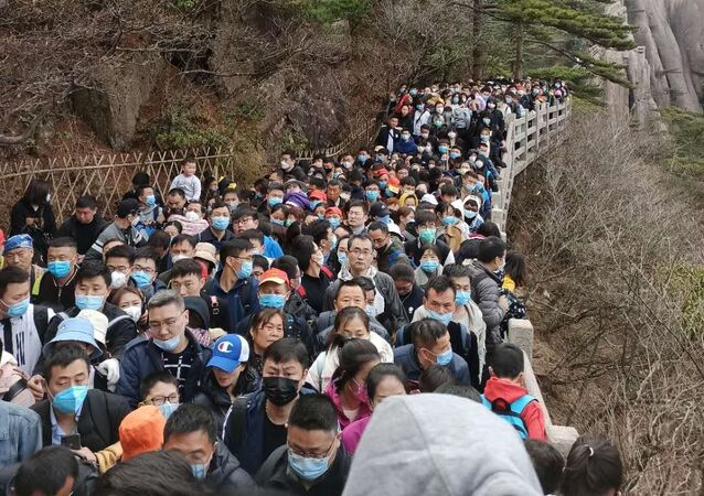 Tens of thousand of Chinese tourists visit Huangshan mountain range in the Anhui province of eastern China. 5 April 2020.