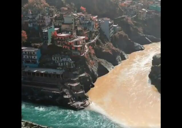 Confluence of the two distinct Alaknanda and Bhagirathi into an unified 'Ganga' at Devprayag