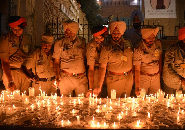 Indian Punjab Police personnel light candles as they pay tribute to the Jallianwala Bagh massacre martyrs on the eve of the 100th anniversary of the Jallianwala Bagh massacre, in Amritsar on April 12, 2019.