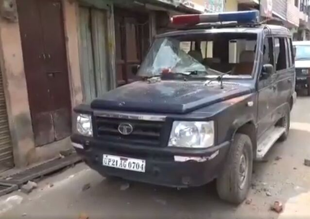 These visuals are from UP's Moradabad where team of medical staff and cops who had gone to a locality under the Nawab Pura police station to take a  Covid_19 suspect to hospital were attacked and stones pelted on them
