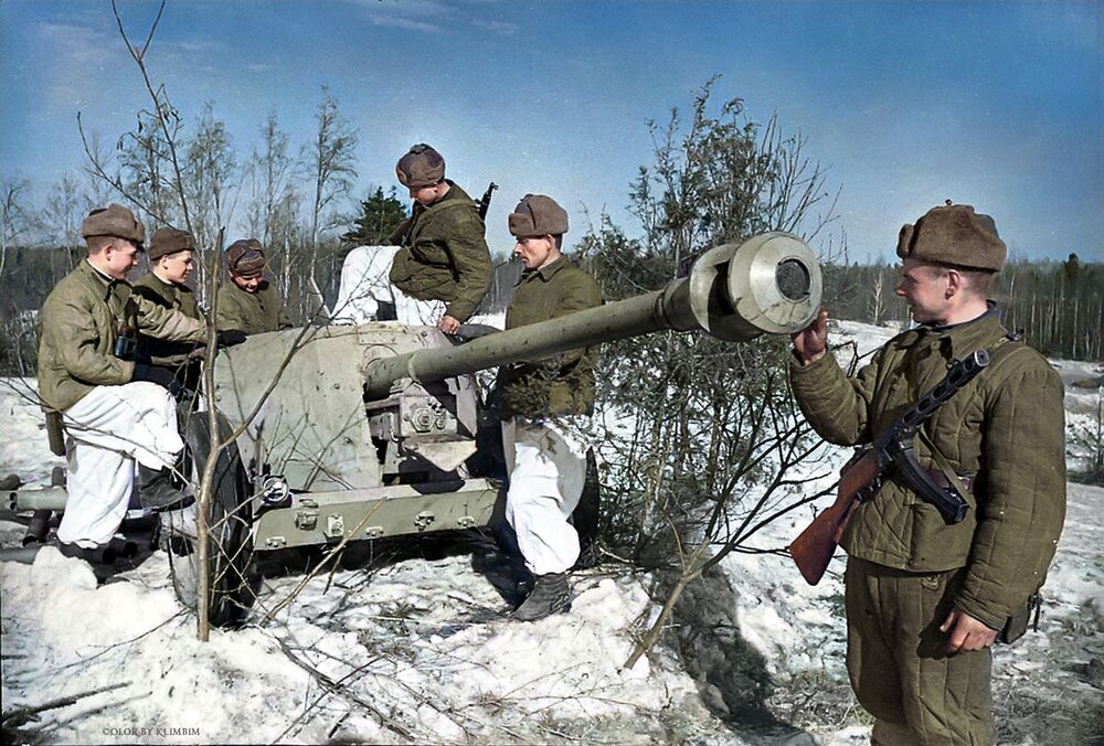 Soviet troops inspecting a German anti-tank cannon retrieved by Soviet scouts.