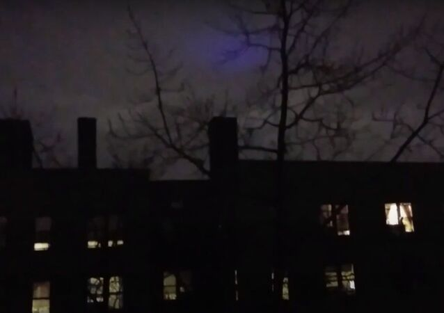 Strange purple thing in the sky!What's going on?This is so cool!