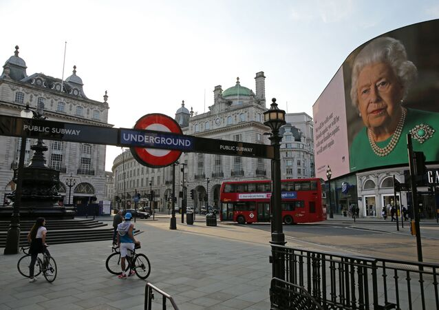 An image of Britain's Queen Elizabeth II making her her address to the UK and the Commonwealth in relation to the coronavirus epidemic is displayed on the advertising boards at Piccadilly Circus in central London on April 9, 2020, as Britain continues to battle the outbreak of Coronavirus Covid-19 and warm weather tests the nationwide lockdown as the long Easter weekend approaches. - The disease has struck at the heart of the British government, infected more than 60,000 people nationwide and killed over 7,000, with a daily death toll in England of 765 reported on April 9.