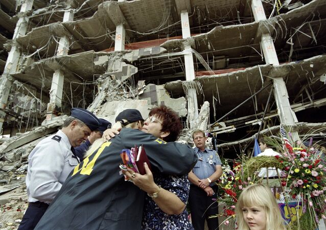 Chris Williams, a friend of several victims of the Oklahoma City bombing, hugs an FBI agent during a memorial service in May 1995