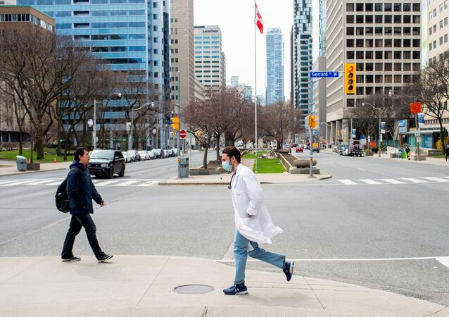 A health care worker runs across University Avenue from Mount Sinai Hospital to Toronto General Hospital as the number of the coronavirus disease (COVID-19) cases continues to grow in Toronto, Ontario, Canada April 17, 2020.