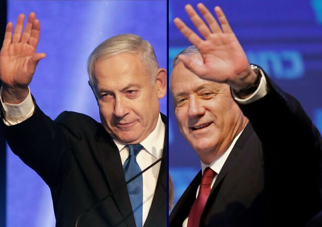 (COMBO) This combination picture created on September 18, 2019 shows, Benny Gantz (R), leader and candidate of the Israel Resilience party that is part of the Blue and White (Kahol Lavan) political alliance, waving to supporters in Tel Aviv early on September 18, 2019, and Israeli Prime Minister Benjamin Netanyahu addressesing supporters at his Likud party's electoral campaign headquarters in Tel Aviv early on September 18, 2019.