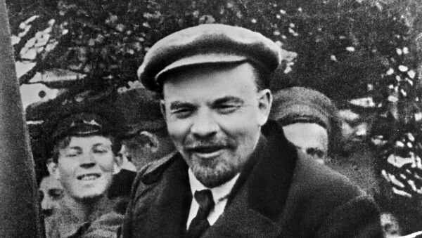 Vladimir Lenin in a car before leaving from Red Square on the Day of International Workers' Solidarity 1 May 1919 - Sputnik International
