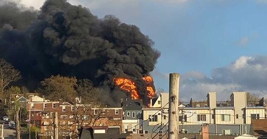 Multiple houses on fire in Pittsburgh's Lawrenceville, Pennsylvania, 21 April 2020