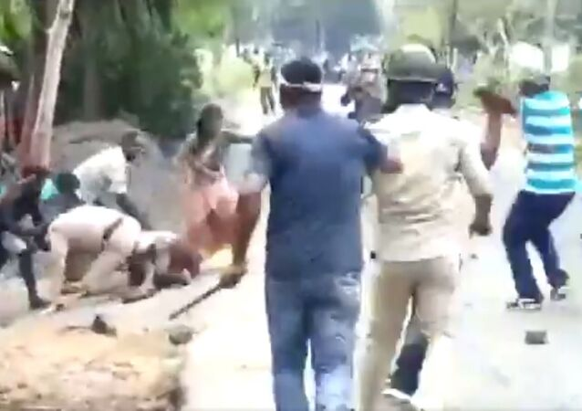 Clash broke between Police and locals after they (Police) objected to the road being blocked by the local