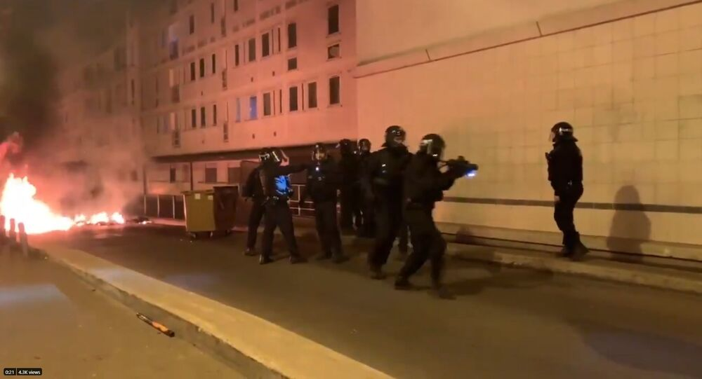 French police responds to riots in Villeneuve-la-Garenne