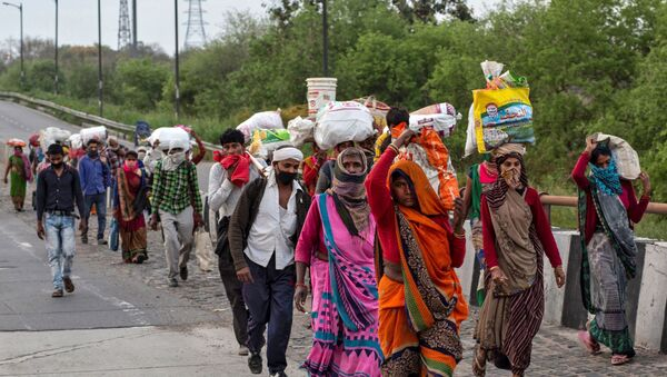 Friends and relatives of a Kushwaha family who work as migrant workers walk along a road to return to their villages, during a 21-day nationwide lockdown to limit the spreading of coronavirus, in New Delhi, India, 26 March 2020 - Sputnik International