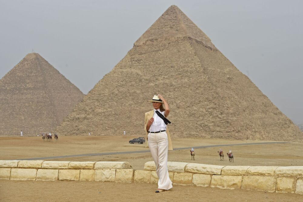 US First Lady Melania Trump visits the Giza Pyramids on 6 October, 2018, during the final stop of her week-long trip through four countries in Africa.