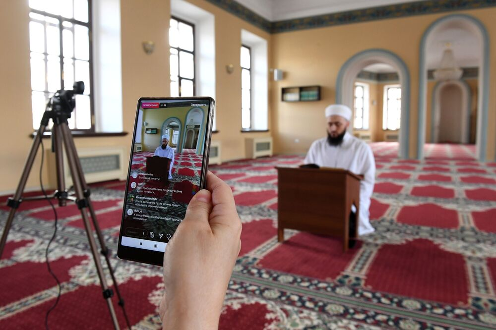 Live broadcast of the hutma in the Galeev mosque in Kazan.