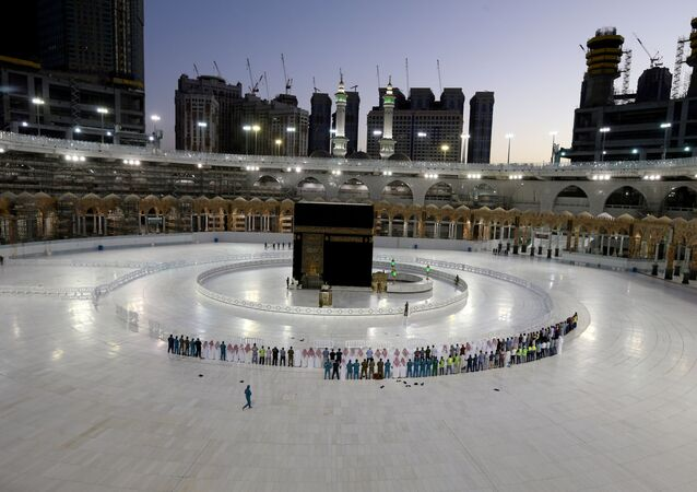 Worshippers perform Taraweeh prayer at Kaaba in the Grand Mosque on the first day of the holy month of Ramadan during the outbreak of the coronavirus disease (COVID-19), in the holy city of Mecca, Saudi Arabia April 24, 2020