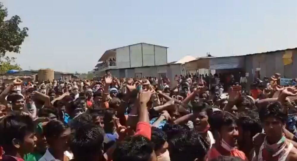 Thousands of migrant workers protested, in Sangareddy, for not been given proper food,no resources