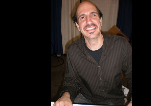 Sam Lloyd at a promotional signing for Super Capers at WonderCon 2009.