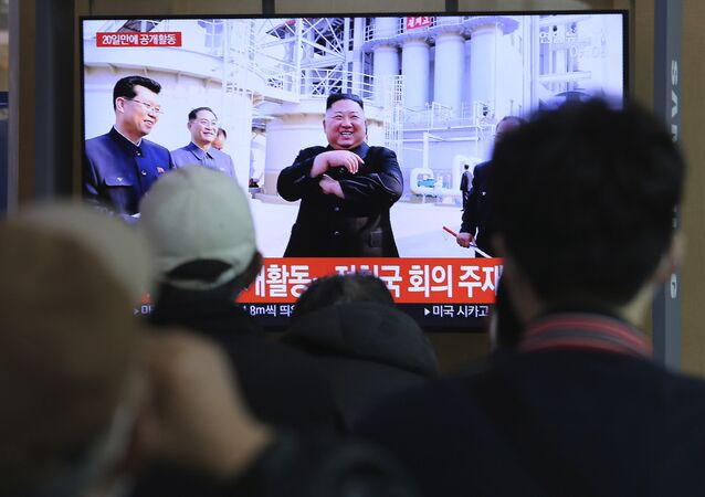 People watch a TV showing an image of North Korean leader Kim Jong Un during a news program at the Seoul Railway Station in Seoul, South Korea, Saturday, 2 May 2020. Kim made his first public appearance in 20 days as he celebrated the completion of a fertilizer factory near Pyongyang.