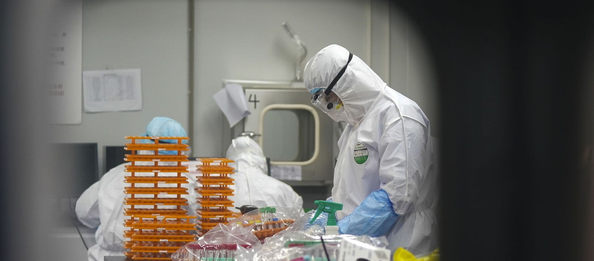 This Saturday, Feb. 22, 2020, photo released by Xinhua News Agency, shows medical workers in protective suits at a coronavirus detection lab in Wuhan in central China's Hubei Province. The fresh national figures for the disease that emerged in China in December came as the number of viral infections soared mostly in and around the southeastern city of Daegu, where they were linked to a local church and a hospital. - Sputnik International, 1920