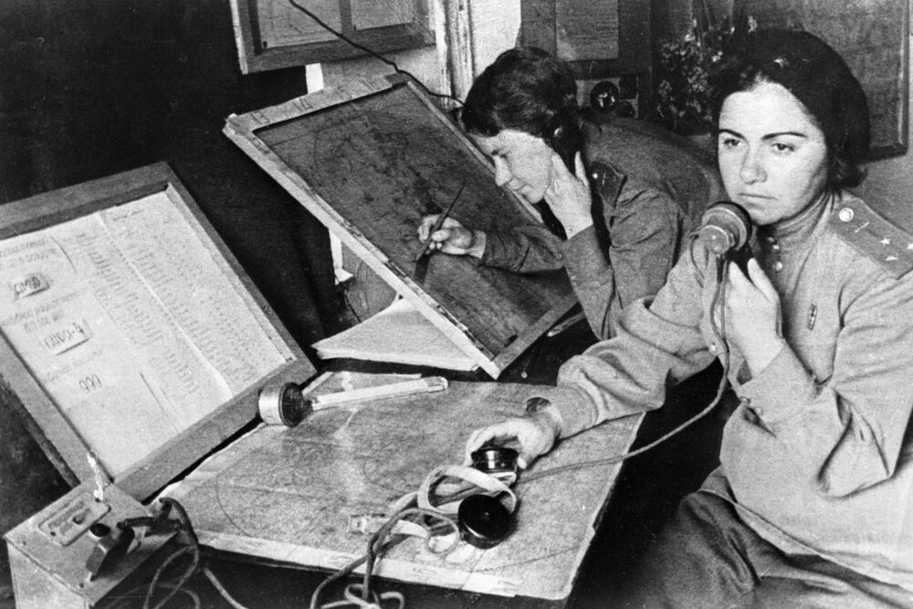 Operator and navigator of the 586th Fighter Aviation Regiment work at the headquarters on 31 October 1941