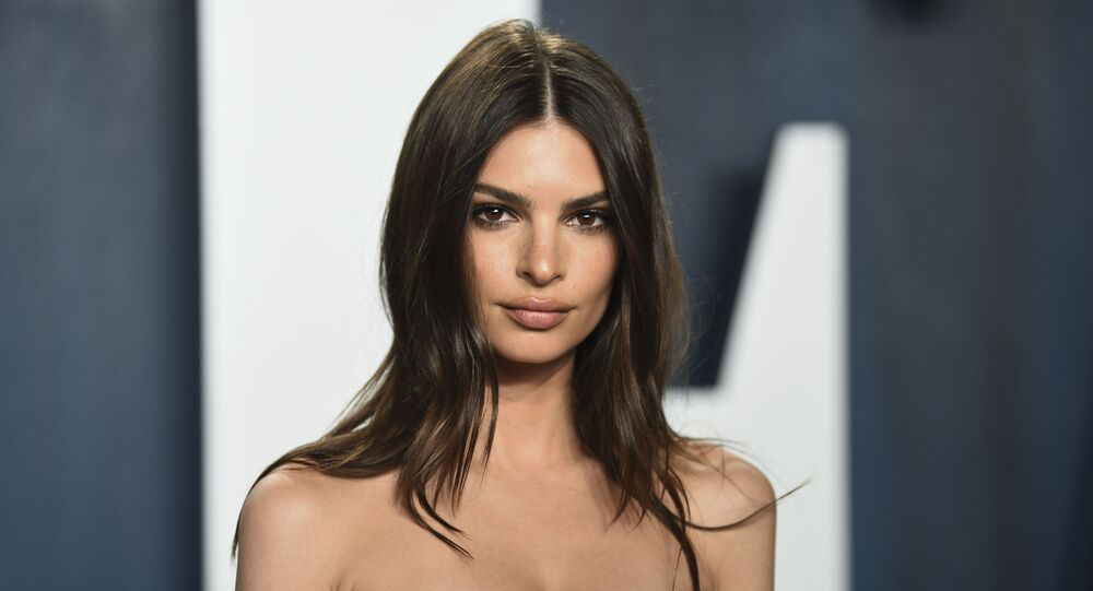 Emily Ratajkowski arrives at the Vanity Fair Oscar Party on Sunday, Feb. 9, 2020, in Beverly Hills, Calif