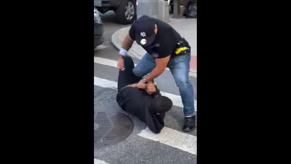Officer with the New York Police Department is placed on modified duty after cellphone footage emerged showing him attacking a local resident who was approaching the vicinity of an ongoing arrest. - Sputnik International