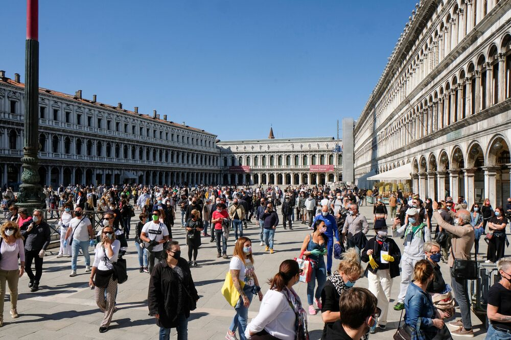 Merchants rally on St Mark's Square, as Italy begins a staged end to a nationwide lockdown due to the spread of the coronavirus disease (COVID-19), in Venice, Italy, 4 May 2020.