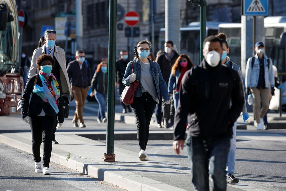 People wearing protective masks remain cautious, as Italy begins a staged end to a nationwide lockdown due to the spread of the coronavirus disease (COVID-19), in Rome, Italy 4 May 2020.