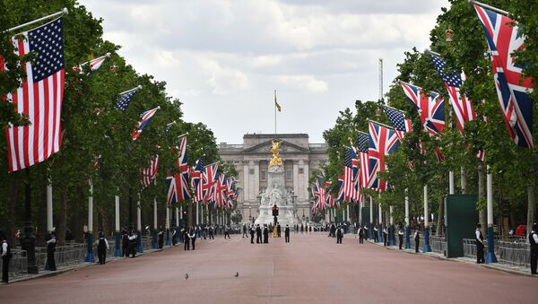 US and Union Flags line the Mall leading to Buckingham Palace in central London on June 3, 2019, with police securing the area on the first day of the US president and First Lady's three-day State Visit to the UK - Sputnik International