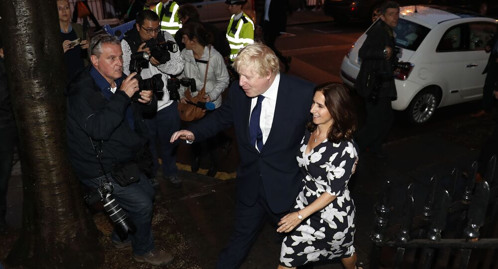 Former London Mayor and Vote Leave campaigner Boris Johnson (L) and his wife Marina Wheeler (R) arrive at a polling station in north London on June 23, 2016, as he casts his vote in a national referendum on whether to remain in, or to leave the European Union (EU)