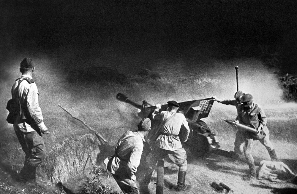 Artillery crew firing at the enemy. North Caucasus.