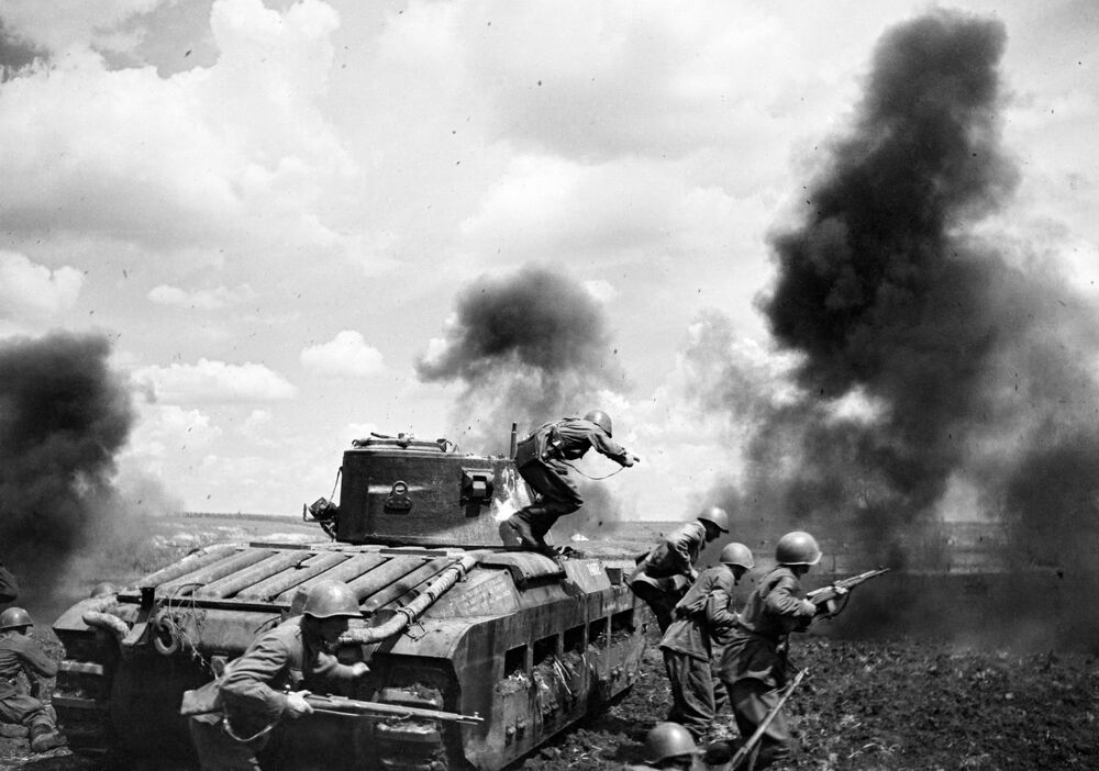 Major Mozgov's tank during a battle in the Zmiev area, Southwestern Front