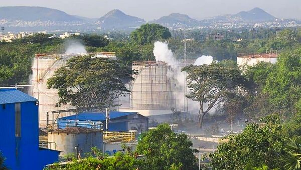 Smokes rise from an LG Polymers plant following a gas leak incident in Visakhapatnam on May 7, 2020 - Sputnik International