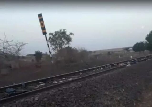 A train kills at least 17 workers in India, 8 May 2020