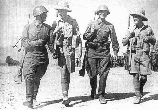 Soviet and British infantrymen walks shoulder to shoulder in Iran, 1941