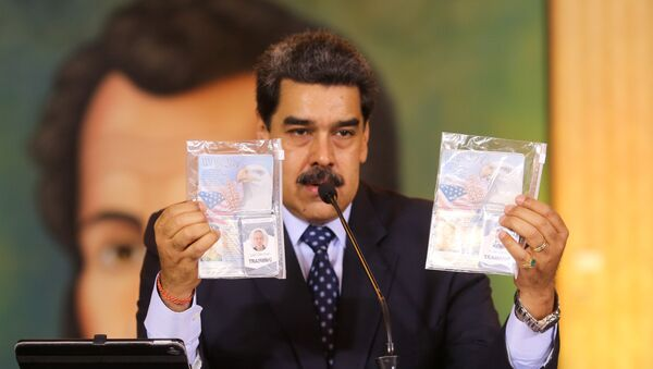 Personal documents are shown by Venezuela's President Nicolas Maduro during a virtual news conference in Caracas, Venezuela May 6, 2020. - Sputnik International