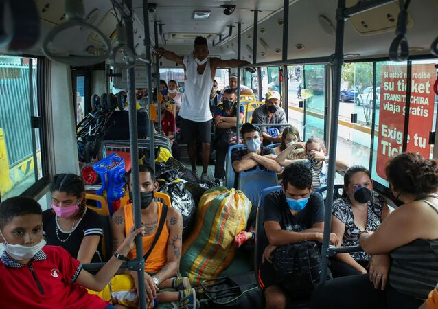 Venezuelan citizens return to homeland board by bus after spending 14 days in quarantine at Venezuela- Colombia border as the spread of the coronavirus disease (COVID-19) continues in San Antonio, Venezuela April 30, 2020. Picture taken April 30, 2020