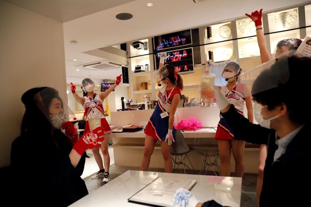 Cheerleader waitresses at the Cheers One restaurant in Tokyo