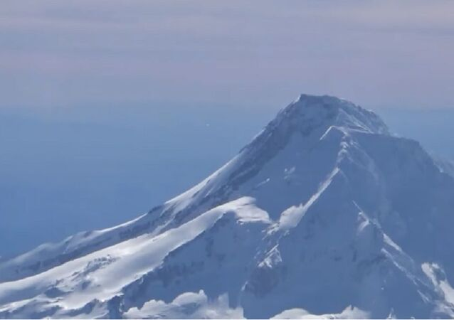UFO entering Mount Hood caught on video by an airplane Pilot