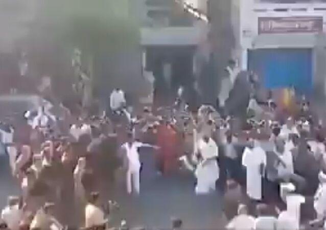 A crowd gathered to welcome Jain monk Pramansagar in Banda, Sagar district yesterday