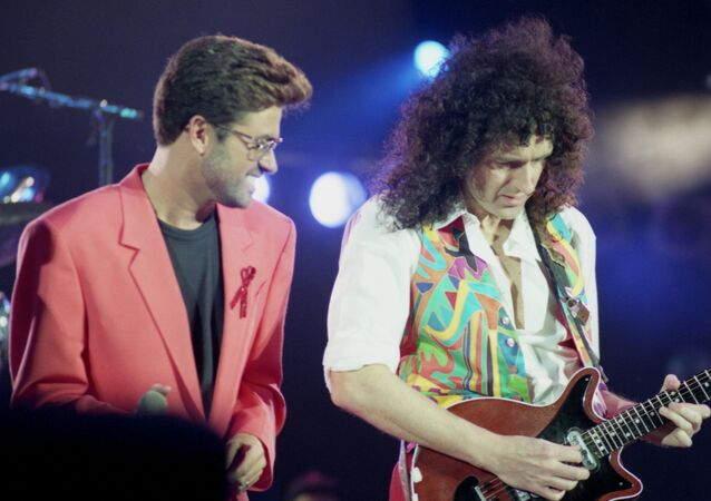 British singer George Michael, left, performs with Queen guitarist Brian May at the Freddie Mercury Tribute Concert at London's Wembley Arena, United Kingdom, on April 20, 1992