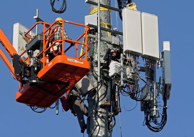 FILE PHOTO: A contract crew from Verizon installs 5G telecommunications equipment on a tower in Orem, Utah, U.S. 3 December 2019.