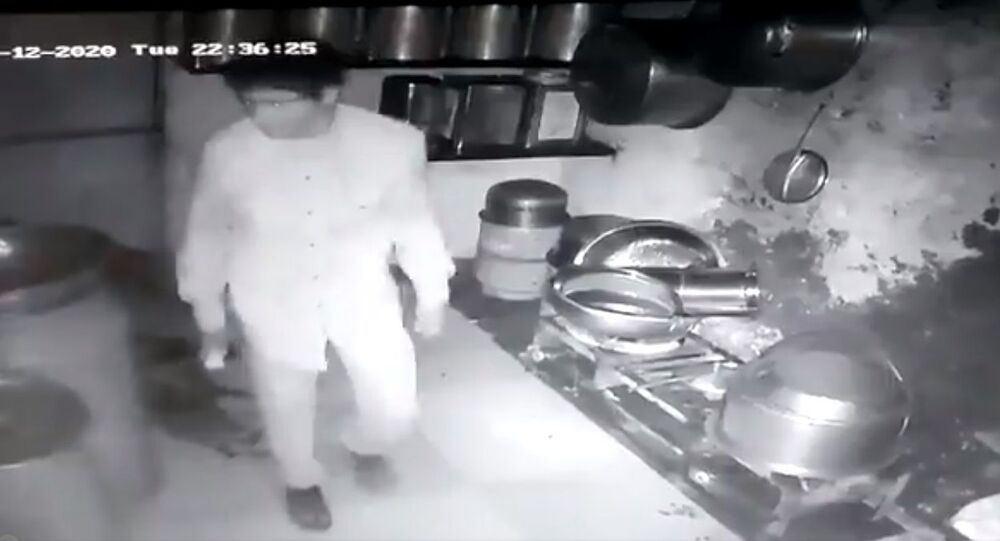 A group of five men breaks into an eatery in Gujarat's Junagadh town; cooks rice, potato curry to eat, leaves without stealing anything