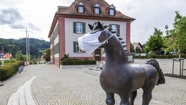 The sculpture Grosses Ross by Franz Gutmann stands in front of the town hall of the municipality of Munstertal, wearing a face mask, Sunday May 3, 2020 - Sputnik International