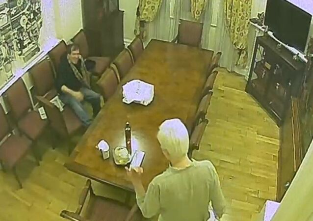 Spy footage of Randy Credico and Julian Assange in the Ecuadorian Embassy