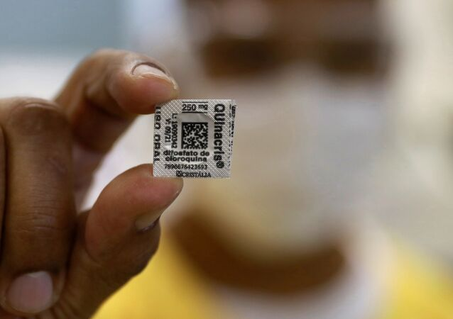 A nurse shows a Hydroxychloroquine pill, amid the coronavirus disease (COVID-19) outbreak, at Nossa Senhora da Conceicao hospital in Porto Alegre, Brazil, April 23, 2020.