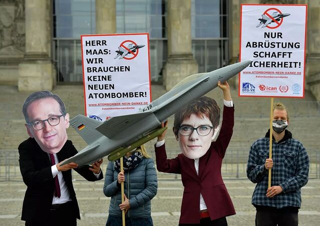 Action against the purchase of new F-18 fighters in Germany