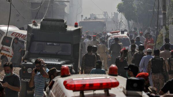 Site of a passenger plane crash in a residential area near an airport in Karachi - Sputnik International