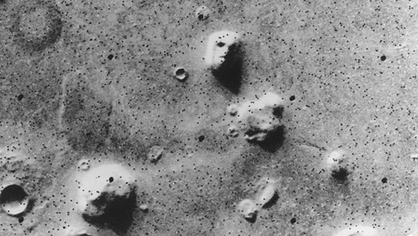 «The Face» — «Лицо»: фотография, сделанная станцией «Викинг-1» в 1976 году - Sputnik International