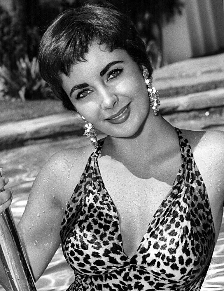 Actress Elizabeth Taylor in The Last Time I Saw Paris